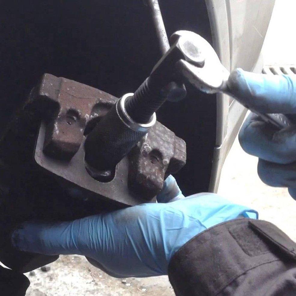 גלגל צילינדר דיסק בלם Pad Caliper מפריד בוכנה החלפת Rewind יד כלי 3/8 כפולה פין תיקון כלי עם צלחת גיבוי