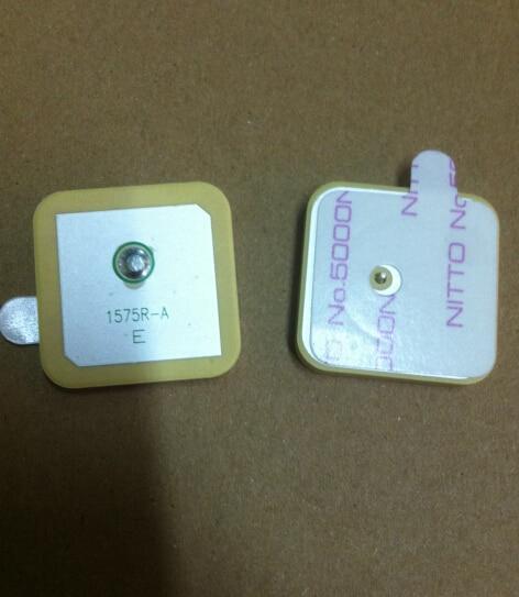 10 unids/lote 1575R-A 1575R 1575,42 MHZ GPS antena pasiva de cerámica conector 25*25*4MM