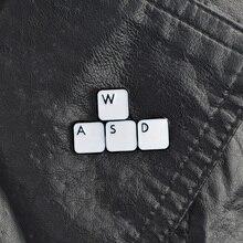 Broches WASD WSAD pour clavier broches à revers en émail dur sac à dos vestes sacs accessoires pour hommes femmes épingles drôles