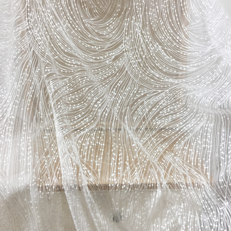 1 yarda Bordado geométrico tela de encaje por yarda con lentejuelas translúcidas, Birdal Gown Couture Fabric in Off White