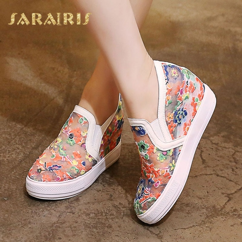 Zapatos de verano SaraIris para mujer con flores de estilo étnico en relieve con encaje transpirable, zapatos de tacón alto con cuña oculta para mujer, zapatos con plataforma vulcanizada