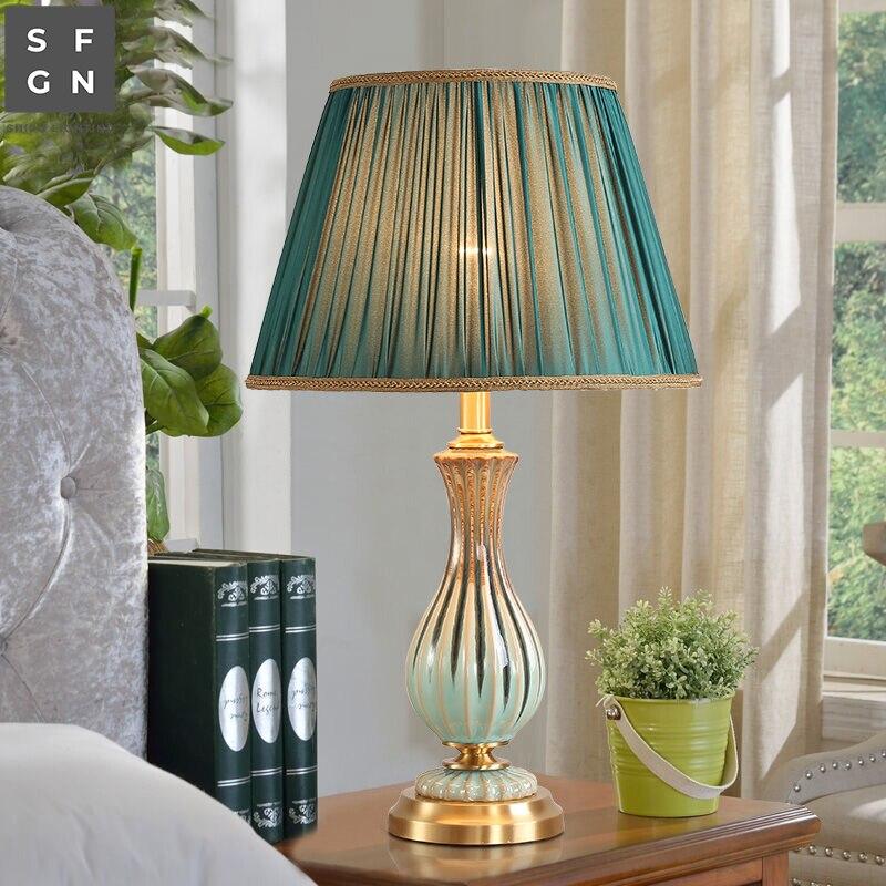 مصباح طاولة سيراميك نحاسي راقي ، طراز أمريكي ، فاخر ، إضاءة زخرفية داخلية ، مثالي لغرفة المعيشة أو غرفة النوم.