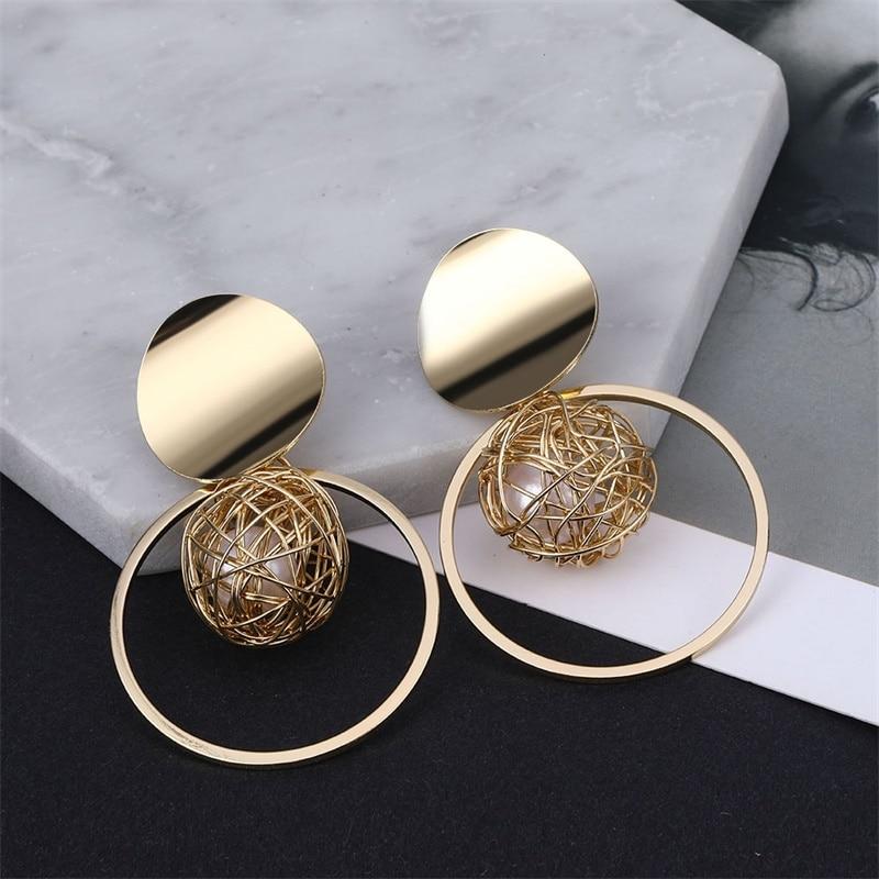 Kisswife novo metal oco ouro simulação pérola brincos geométricos para as mulheres redondo balançar brincos arte moderna jóias