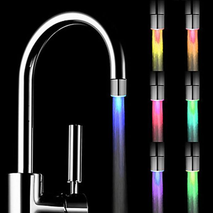 Casa nueva romántica 7 cambio de Color LED ligera con luz cabeza agua grifo baño hogar Baño Glow robiet Drop Ship cocina luz led