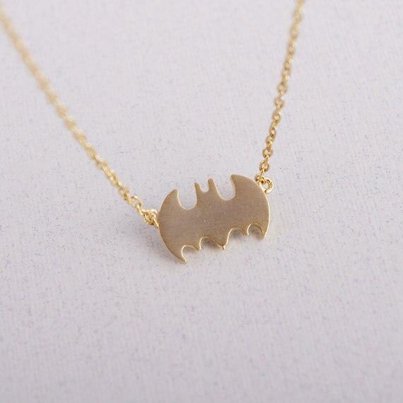 Daisies Batman collar pequeño murciélago pequeño colgante collares para mujeres chica regalo