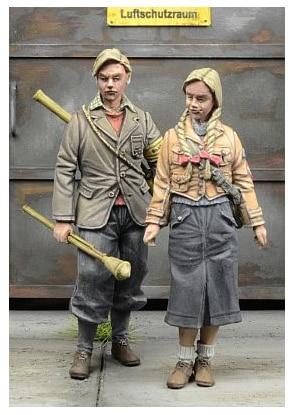 1/35 Resin Figures Model Kits WWI German youth 2 figure  Unassambled Unpainted
