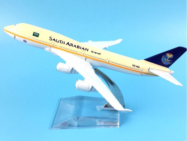 plane model Boeing 747-200 Saudi aviation aircraft  B747 16cm simulation airplane model for kids toys Christmas gift