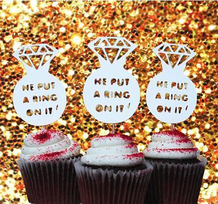 Brilho Que Ele colocou um anel sobre ele a festa de noivado de casamento chapéus de coco do queque decoração do bolo rosquinha foodtoothpicks