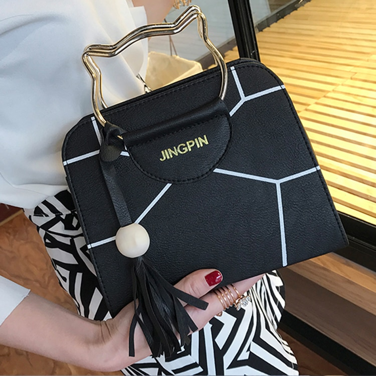 Yuhua, 2020 new woman fashion handbags, trend messenger bag, leisure Korean version women bag, retro tassel flap.