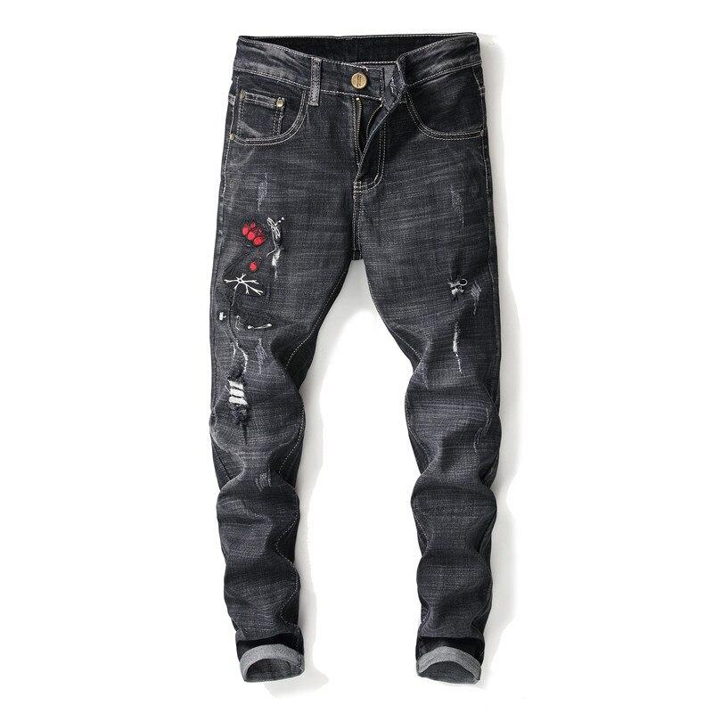 Estilo Europeo Americano 2018 nuevos pantalones vaqueros elásticos con parches de dibujos animados para hombre Vaqueros ajustados de moda retro con agujero en la rodilla para pies pequeños