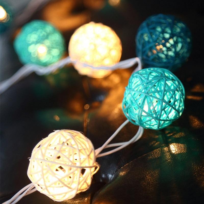 Guirnalda con luces redondas de ratán turquesa de adorno para árbol de Navidad, globo de bastón de azúcar para interiores con purpurina alimentado por batería para decoración de tienda de fiesta