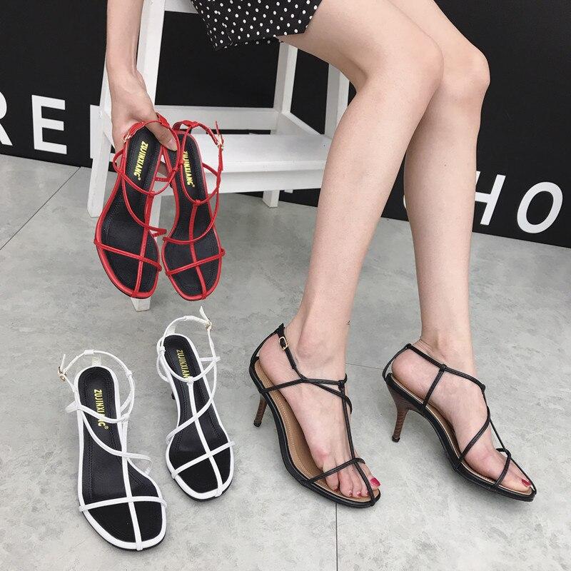 Модные женские сандалии с круглым носком и узкими лентами; сандалии в римском стиле; босоножки на тонком высоком каблуке; цвет черный, красн...