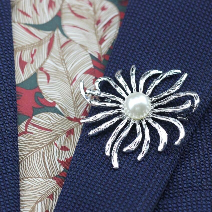 Anslow, nuevo diseño clásico Retro de joyería, broche de flores de verano con perlas de imitación chapadas en plata, pines para abrigo, abalorios de vestido