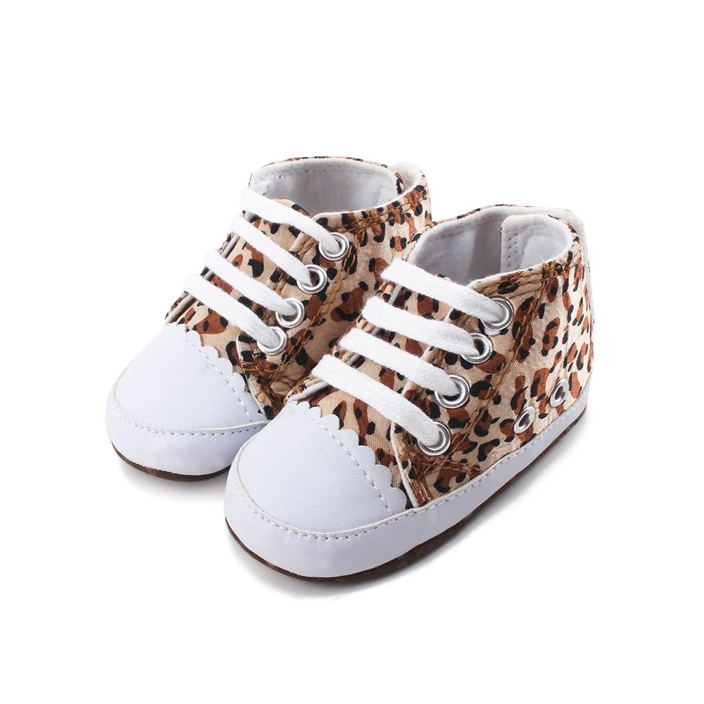 Belles chaussures souples de nouveau-né de 0 à 12 mois   Chaussures bleues à pompon avec Image de dessin animé, chaussures de premiers marcheurs de bonne qualité