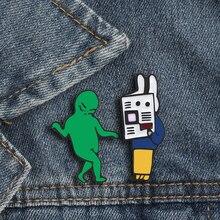 2 unids/set de broches para mujeres y hombres, divertido conejo literario de la mafia verde, niña y niño, insignia esmaltada, chaquetas de mezclilla, icono de regalos de Boutique
