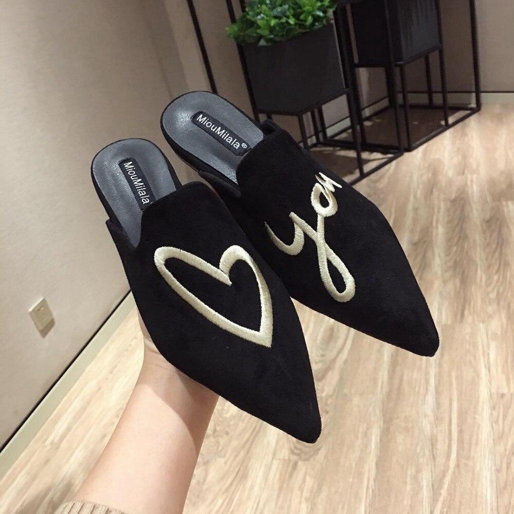 As mulheres Amam Corações Bordar Mulas Chinelos de Veludo Dedo Apontado Ons do Deslizamento de Slides Praia Sapatos de Verão Calcanhar Plana