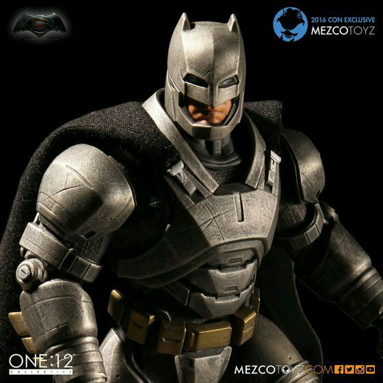 MEZCO Armor Batman One : 12 Collective High Quality 15cm BJD PVC Super Hero Action Figure Toys for boys