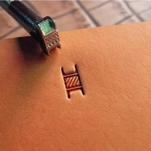 Outil classique de sculpture du cuir   À la main, en design de tissage, outil de moulage destampillage du cuir de haute qualité