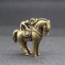Pendentif de singe chinois en laiton   mini, élaboré et intéressant, monté sur le cheval, Statue auspicieuse, pendentif