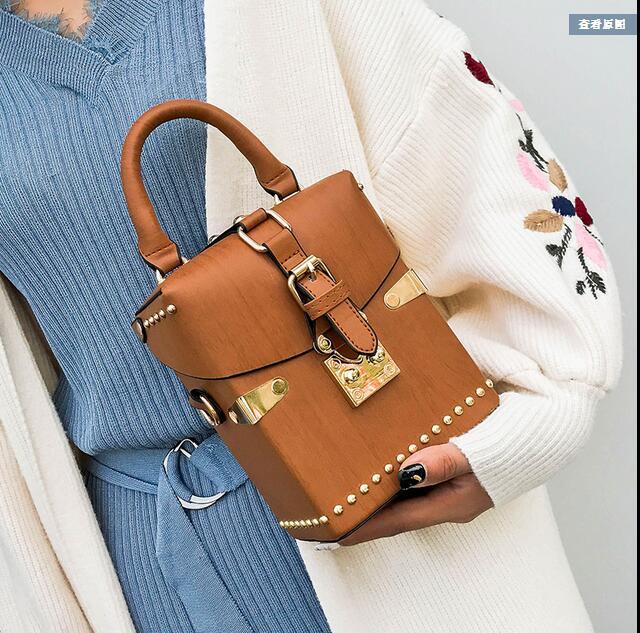 2019 new wave Korean version of the  box fashion simple wild Messenger bag