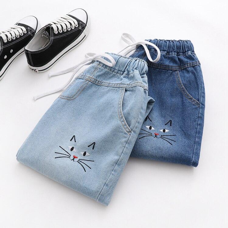 Женские джинсовые укороченные брюки MUMUZI, свободные повседневные Прямые брюки с вышивкой кошки, милые мягкие летние джинсы
