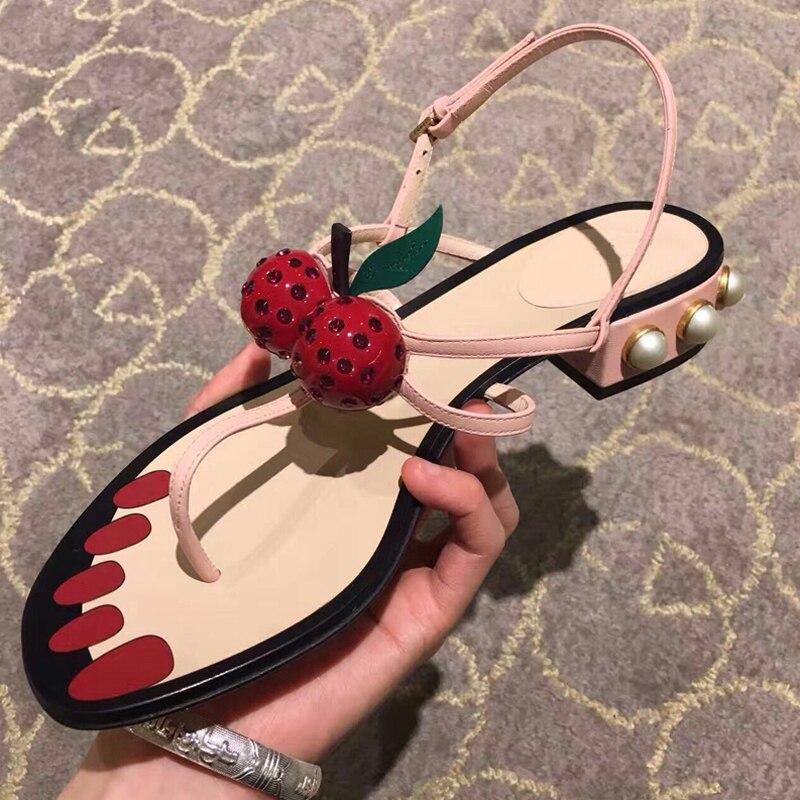 Sandalia Sexy BONJEAN para mujer, decoraciones de cereza de moda, zapatos de correa en el tobillo, zapatos planos de verano de cuero rosa con perlas y cuentas, Sandalia de Tanga