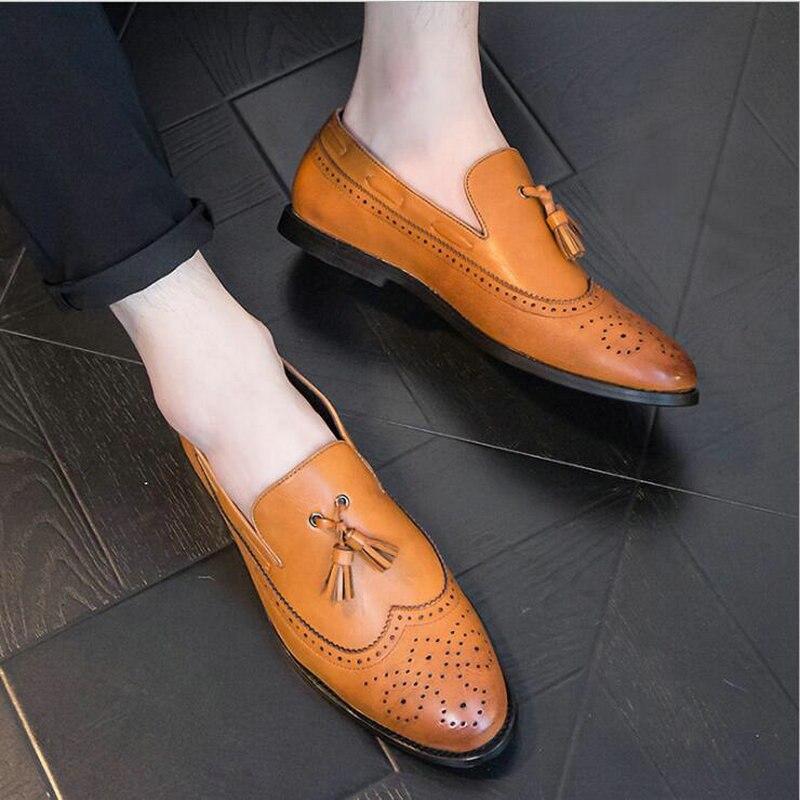 2019 zapatos de cuero de otoño Slip On hombres mocasines tallados vestir zapatos de cuero de negocios negro amarillo hombres borlas zapatos rtg5