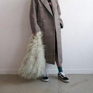 Women Winter Faux Fur Handbag Fashion Furry Bucket Bags Imitation Fur Handbag Bag Tote Bag Cute Plush Vest Bag Female Purse