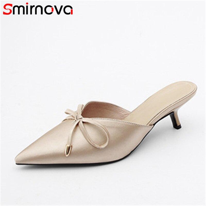 Smirnova 2018 صنادل نسائية صيفية أنيقة بمقدمة مدببة وكعب عالي رفيع أحذية بفيونكة عالية الجودة أحذية البغال أحذية الزفاف امرأة