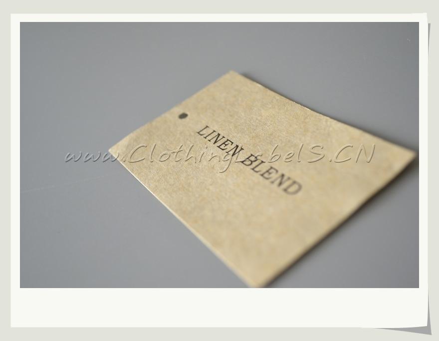 Etiquetas colgantes de ropa personalizadas, papel artesanal, hecho como diseño personalizado con impresión de logotipo.