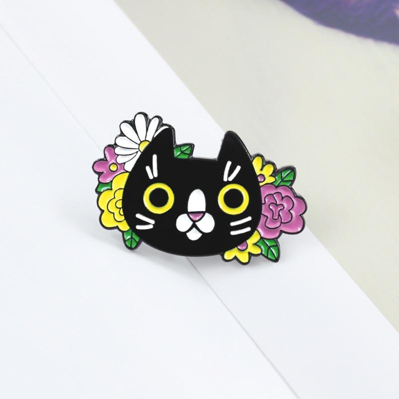 Bonito gatito esmalte Pin negro gato cabeza flor broche colorido flor grandes ojos Denim camiseta insignia niño dibujos animados lindos regalos