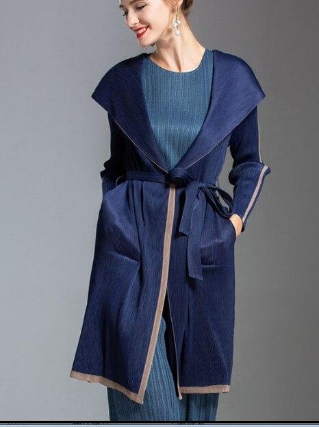 معطف أنيق من Miyake بسعر خاص ، مع قلنسوة ، معطف واق من المطر قابل للضبط وأكمام طويلة متوفر في المخزن