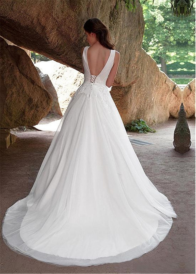 Купить с кэшбэком 2019 Scoop Illusion Lace Applique Wedding Dresses A Line Sleeveless Tulle Bridal Gown With Back Buttons Vestido De Noiva