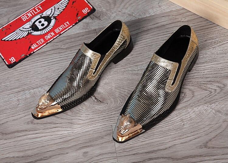 حذاء جلد ذهبي أنيق بمقدمة معدنية حذاء رجالي لمسرح الزفاف بتصميم بريطاني وكوري منخفض