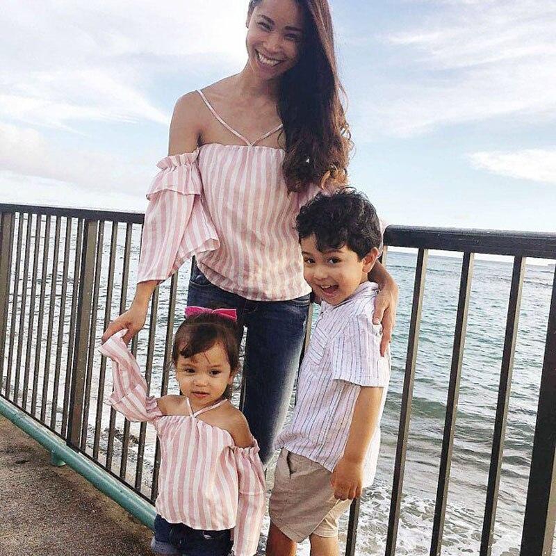 Mamá chica chico familia ropa de la misma ropa para la madre y la hija Honda rayas Tops de Verano de la familia juego madre hija