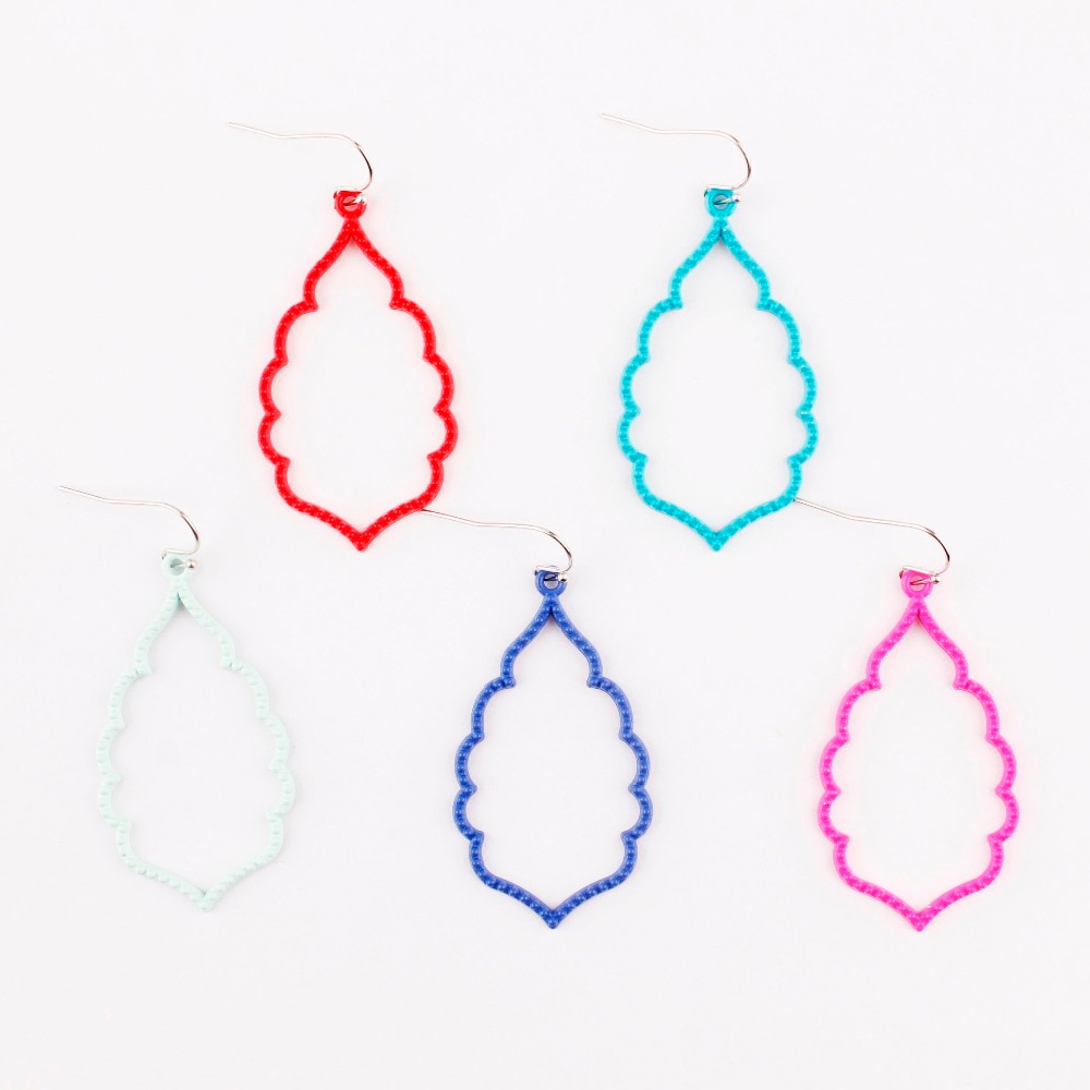 Cores de verão marrocos gotas colorido quadro sophee fosco brincos de gota em 9 cores recorte filigrana balançar gotas brincos para mulher