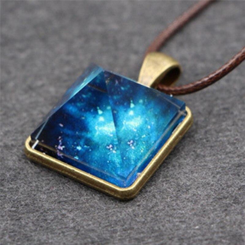 Collar de cristal luminoso cielo con pirámide Cosplay Estilo Vintage, colgante de estrellas de ensueño, collar para mujer a la moda