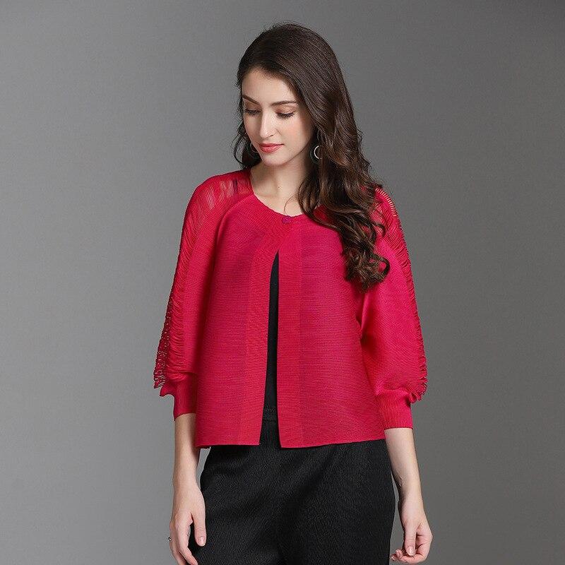 Plus tamaño corto chaquetas de mujer 2018 otoño e invierno nuevo tramo Miyake pliegues hueco de Color sólido de cuello redondo Cardigan Mujer