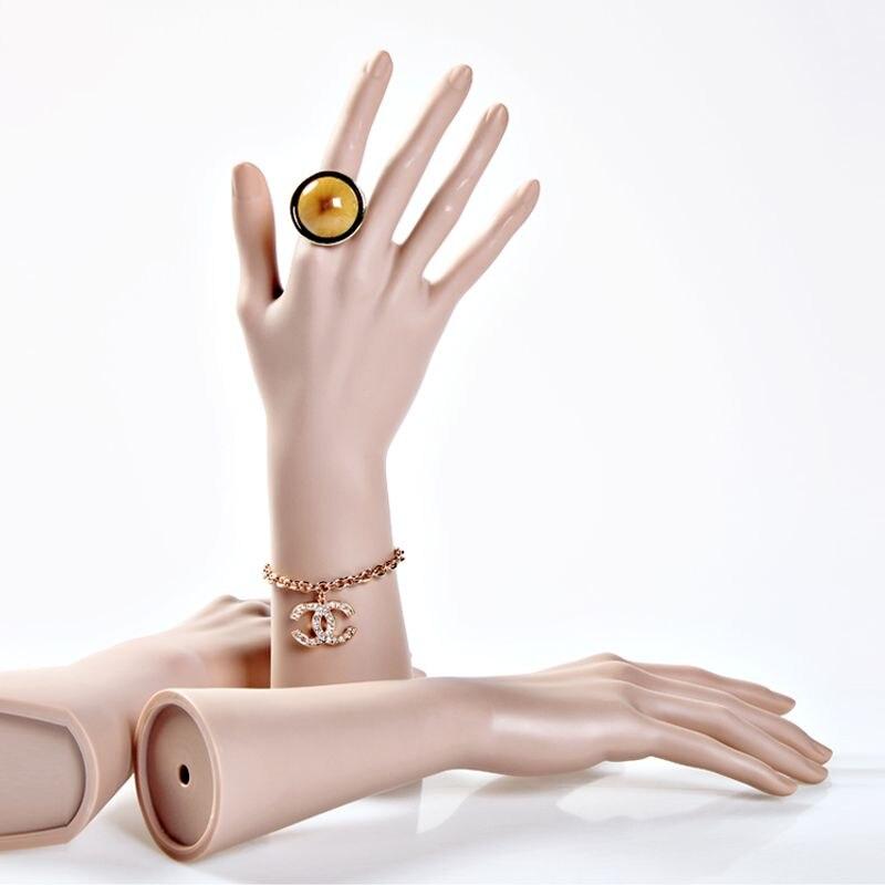 Maniquí femenino irrompible de alta calidad, manos maniquíes realistas, modelo de mano para anillos y exhibición de Joyas