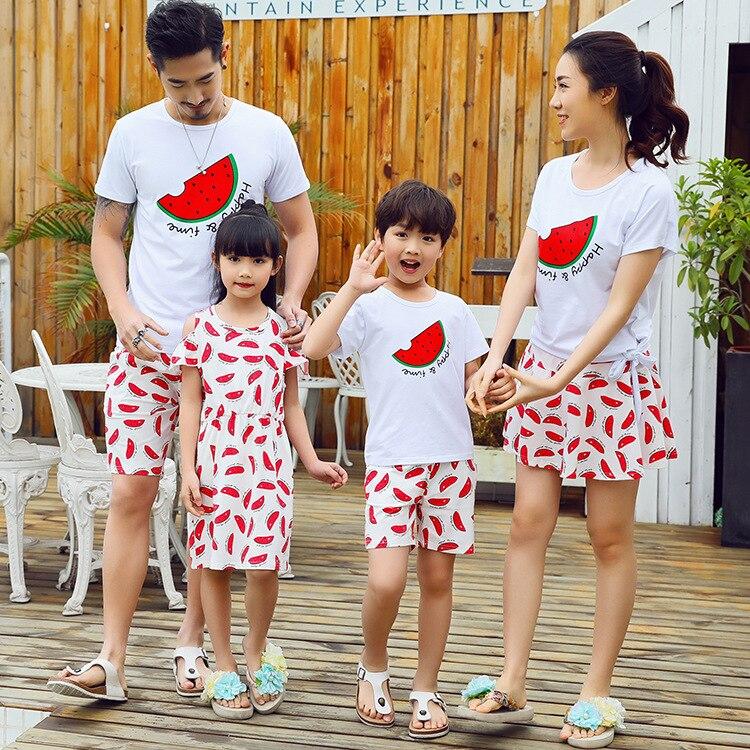 Летний семейный подходящий набор одежды, корейская модная хлопковая Футболка с юбкой, 2 шт., пляжный спортивный костюм для пар и влюбленных, ...