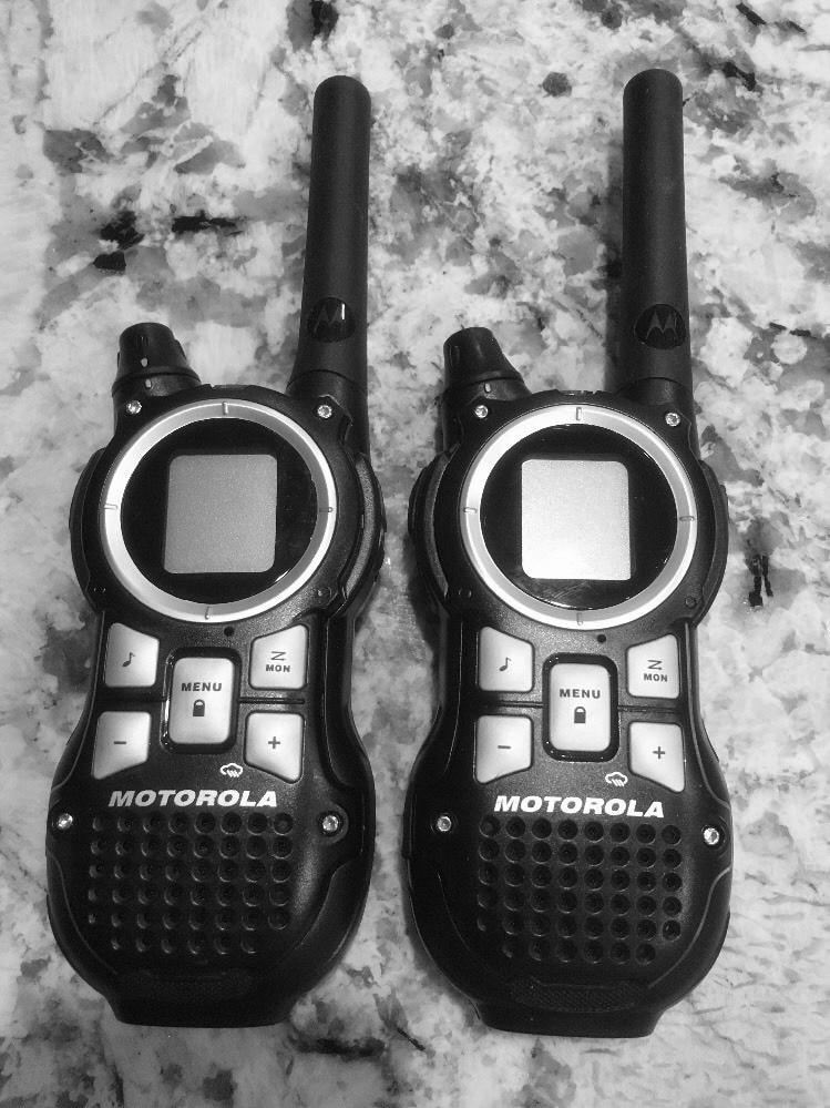MOTOROLA Talkabout MR350R 35 mile range 22 channel walkie talkie