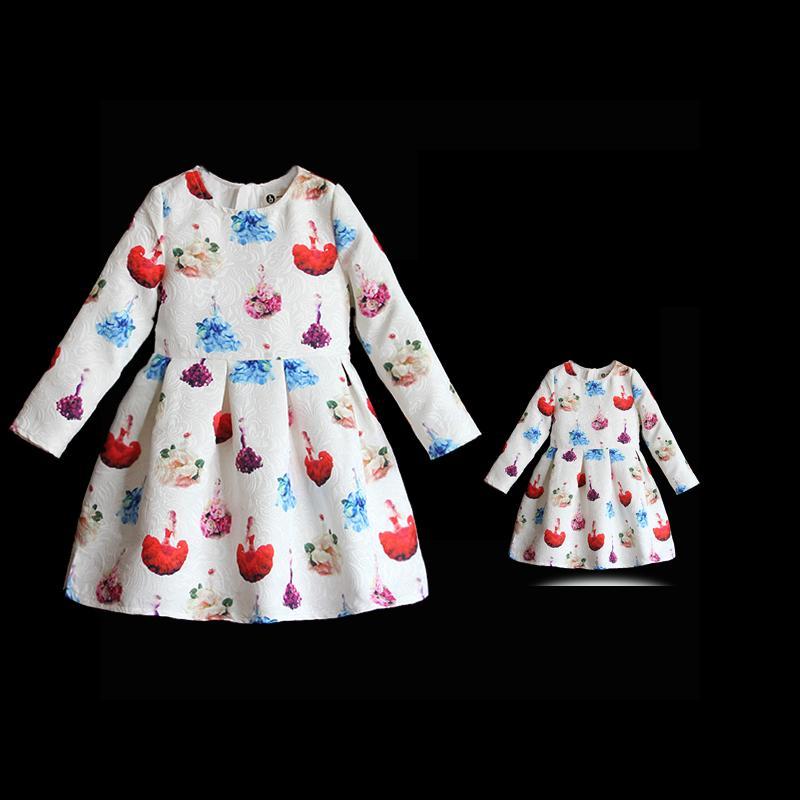 مجموعة من الملابس المطابقة للعائلة ، طباعة الأزهار ، قطعة أطفال عالية الجودة ، فساتين طويلة مطوية للأم وابنتها