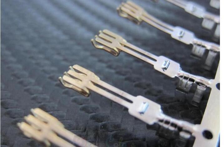 Tipo agulha da dupla camada dos terminais do conector de sata do pino/metade copering