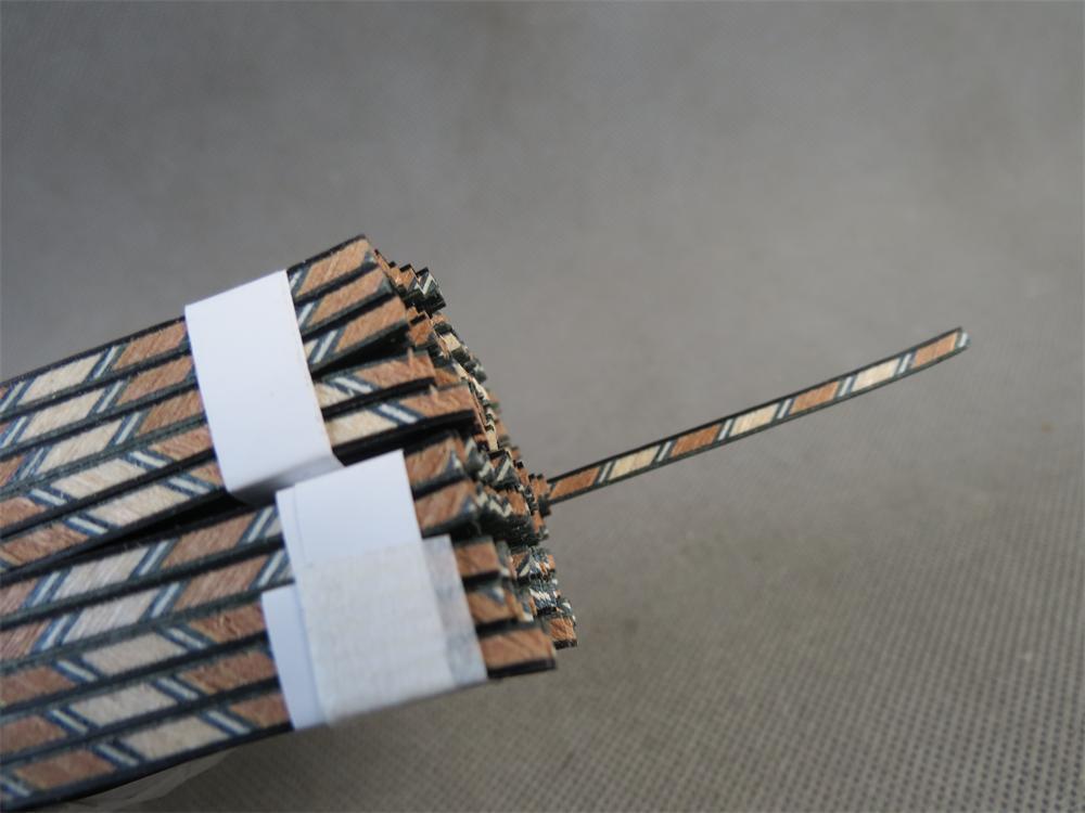 50 tira luthier figurado encadernação XL-206, mede 3mm x 1.4mm de espessura e 840mm de comprimento
