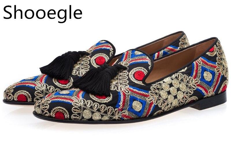 الرجال متعدد الألوان اليد المطرزة قماش هامش شرابة الرجال حذاء كاجوال الانزلاق على اصبع القدم مدبب الأزهار التطريز الشقق المتسكعون