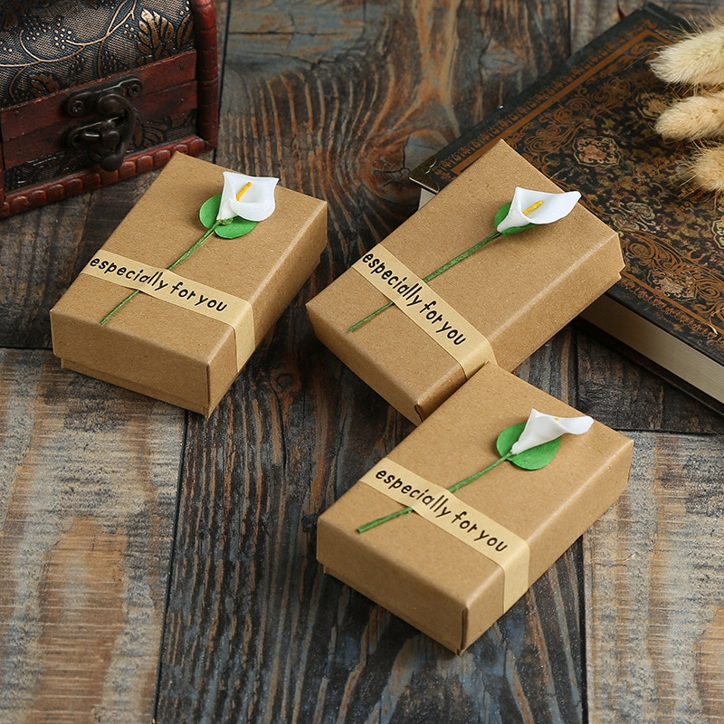 20 Pcs/Lot Kraft Paper Gift Boxes With White Flower Jewelry Ring Necklace Pendant Persentation Box Cases Display Packaging 7 pieces lot modern white pu leather flower jewelry display cabinet wooden pendant necklace earring plate tray display board