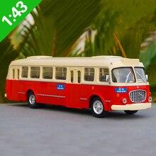 143 Ölçekli Skoda Corosa araba modeli, simülasyon Pekin otobüs 32 yönlü die-cast metal otobüs modeli, ücretsiz kargo
