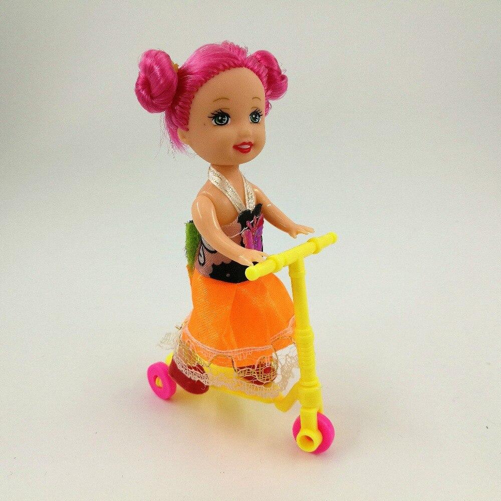 2 pcs Scooter Mini Brinquedo Para Barbie Acessórios Do Bebê Dos Miúdos Meninas Presentes de Aniversário Acessórios Da Boneca Se Encaixa para 10 cm Kelly bonecas