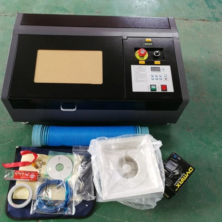 50W Laser mis à jour haute précision et haute vitesse troisième génération CO2 Laser gravure découpeuse