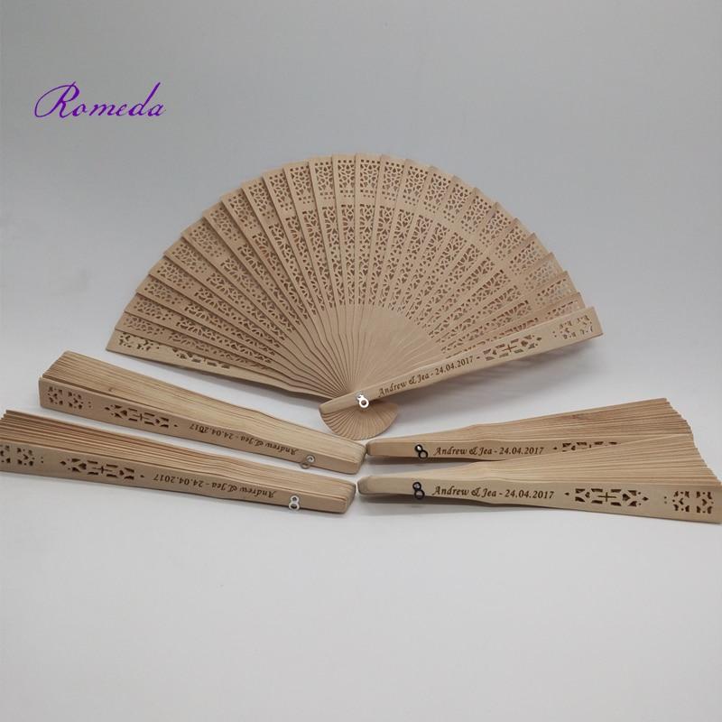 Nieuwste 50 stks/partij Bruiloft Gepersonaliseerde Carving Houten fan Custom Graveren Sandelhout Hand Fan Huwelijkscadeau